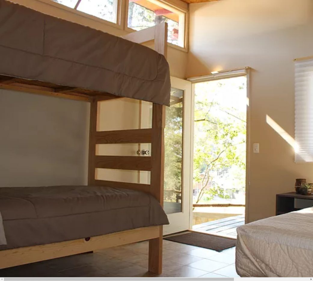 habita-cubos-gaspart-studio-momadvisor-cabañas-de-madera-hotel-valle-de-bravo-woodframing-hospedaje-cabana-luz-sol-literas-hotel-niños-ninos