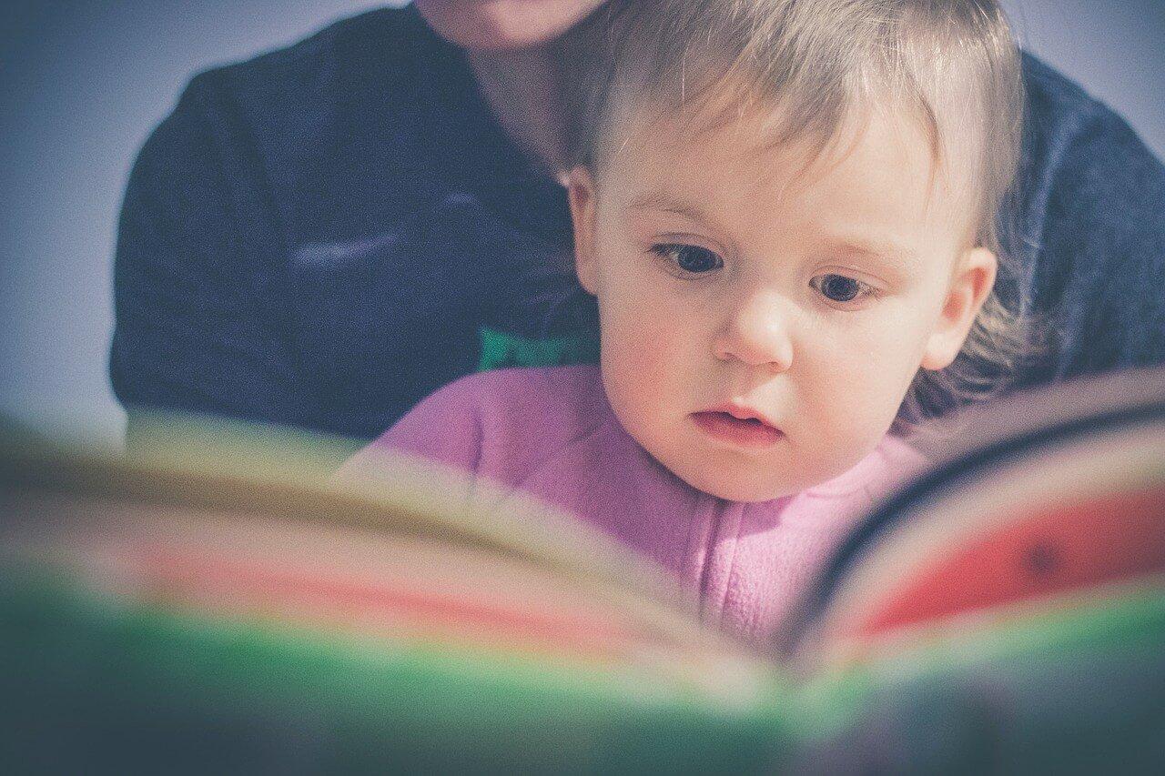 la-magica-sensacion-de-un-libro-fisico-cuentos-para-niños-infantiles-bebe