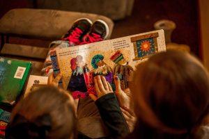 la-magica-sensacion-de-un-libro-fisico-cuentos-para-niños-infantiles-ben-mullins