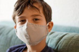 5-cosas-que-tienes-que-saber-sobre-el-coronavirus-y-nuestros-hijos-los-ninos-foto-izzy-park-momadvisor-dra-arianna-huerta-infectologa