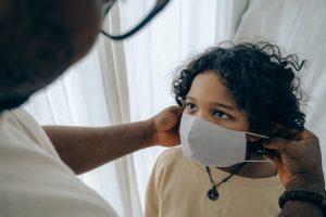 5-cosas-que-tienes-que-saber-sobre-el-coronavirus-y-nuestros-hijos-los-ninos-momadvisor-dra-arianna-huerta-infectologa-foto-ketut-subiyanto