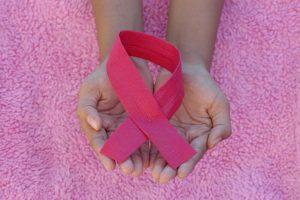 cancer-de-mama-deteccion-sintomas-prevencion-tratamiento-momadvisor-autor-kictzia-larios-atin-foto-angiola-harry