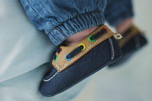 como-elegir-los-zapatos-de-bebe-hijo-nino-dr-gonzalo-lora-para-momadvisor-atin-foto-ksenia-chernaya-pexels