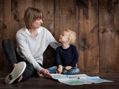 todos-hacermos-home-schooling-homeschooling-esto-no-es-una-escuela-mama-hijo (1)
